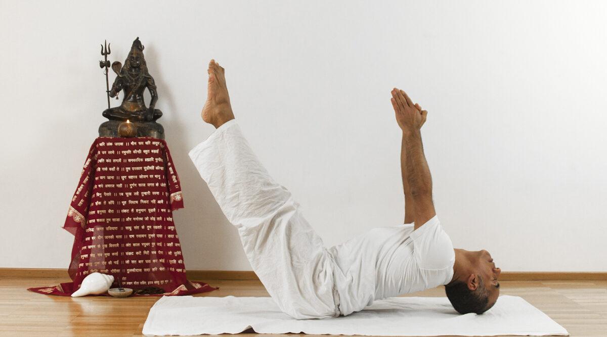 Pariupurna Navasana asana yoga online