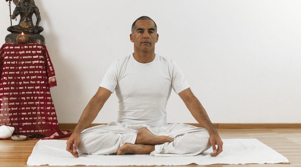 sukhasana asana yoga online